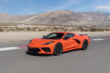 2020-Chevrolet-Corvette-Stingray-front_left