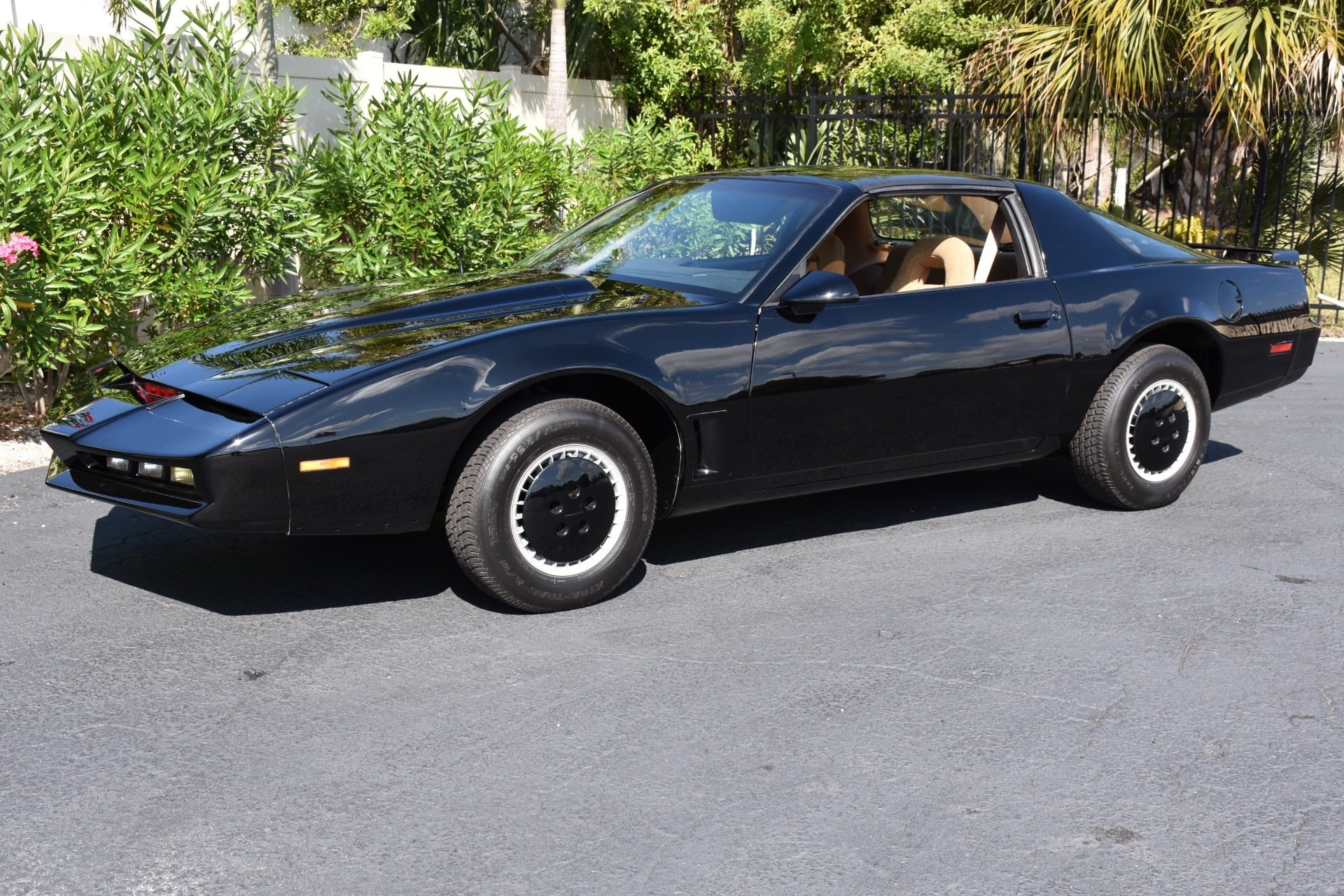 4. Knight Rider_1989-Pontiac Trans Am
