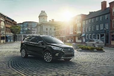 2019 Ford Escape Titanium_front_right
