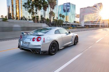 2019_Nissan_GT-R_Rear_right
